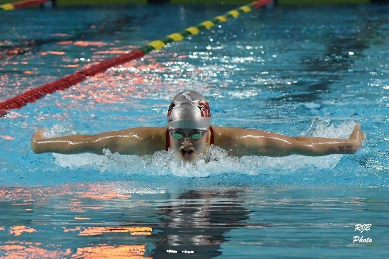Article du journal l 39 express la nageuse juliette for Club piscine pointe claire